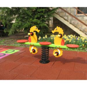 Balansoar pe arc - locuri de joaca - leagane